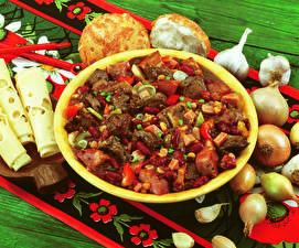 Fotos Die zweite Gerichten Fleischwaren Käse Zwiebel Knoblauch Lebensmittel