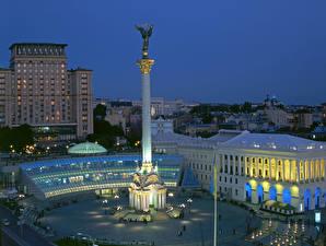 Bilder Ukraine Kiew Gebäude Abend Denkmal Platz