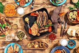Hintergrundbilder Frankfurter Würstel Fleischwaren Gurke Messer Getränke Bretter Ketchup Gabel Trinkglas
