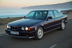 Pictures BMW Retro Moving Metallic Sedan 1991-94 M5 Worldwide auto