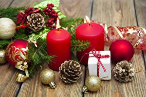 Bilder Neujahr Kerzen Bretter Kugeln Zapfen