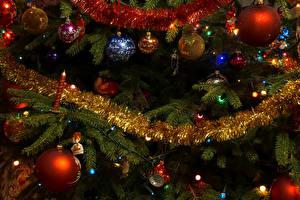 Fotos Neujahr Lichterkette Ast Kugeln