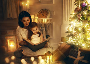 Wallpaper New year Holidays Mother New Year tree Fairy lights Books Little girls Sitting 2 Smile child Girls