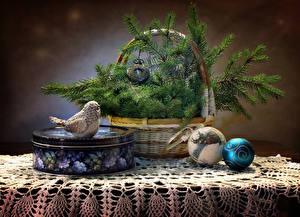 Bilder Neujahr Stillleben Vögel Uhr Weidenkorb Ast Kugeln