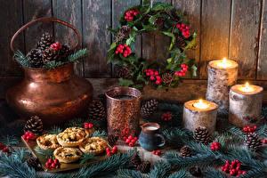 Fotos Neujahr Stillleben Kerzen Getränke Trinkglas Zapfen Ast Design das Essen