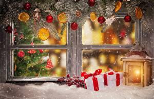 Desktop hintergrundbilder Neujahr Fenster Laterne Geschenke