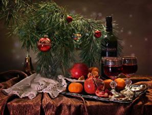 Bilder Neujahr Wein Granatapfel Mandarine Ast Flasche Weinglas Kugeln Lebensmittel
