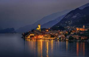 Hintergrundbilder Italien Gebirge Haus See Seebrücke Nacht Malcesine Städte