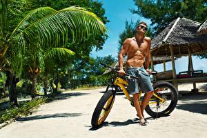Fotos Mann Fahrräder Shorts