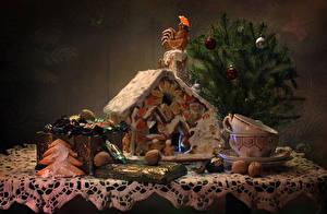 Bilder Stillleben Neujahr Backware Süßigkeiten Bonbon Schalenobst Hahn Weihnachtsbaum Tasse das Essen
