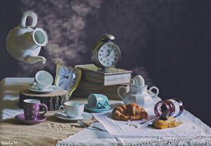 Bilder Stillleben Uhr Croissant Flötenkessel Buch Tasse Einweckglas Lebensmittel