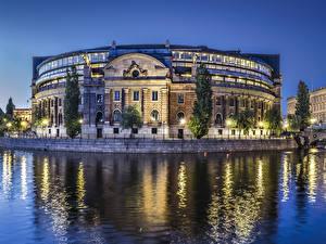 Hintergrundbilder Schweden Stockholm Gebäude Flusse Abend Straßenlaterne Parlament of Sweden Städte