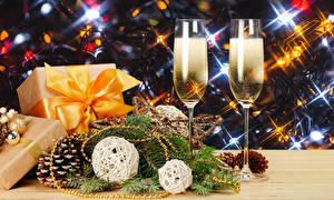 Wallpapers Christmas Champagne Two Stemware Gifts Conifer cone Branches Food