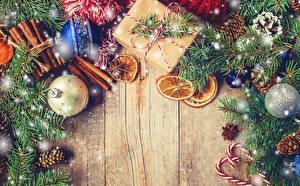 Fotos Neujahr Zimt Sternanis Orange Frucht Bretter Ast Kugeln Zapfen Geschenke