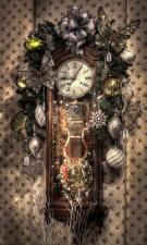 Bilder Neujahr Uhr Schmetterlinge Ast Kugeln Schneeflocken HDR