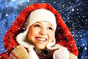 Fonds d'écran Nouvel An Visage Sourire Dents Neige Filles