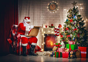Hintergrundbilder Neujahr Feiertage Uhr Kerzen Christbaum Geschenke Weihnachtsmann Sitzen Socken