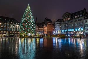 Bilder Neujahr Feiertage Frankreich Straßburg Gebäude Platz Tannenbaum Nacht Städte