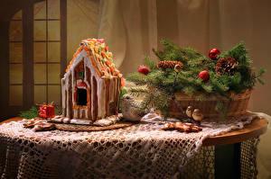 Bilder Neujahr Feiertage Stillleben Backware Gebäude Kekse Weidenkorb Ast Kugeln Zapfen Tisch Lebensmittel