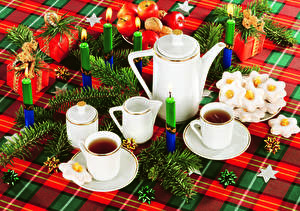 Hintergrundbilder Neujahr Feiertage Servieren Kerzen Flötenkessel Kekse Äpfel Ast Tasse Geschenke Lebensmittel