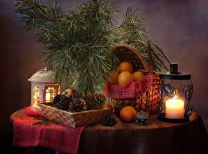 Hintergrundbilder Neujahr Stillleben Kerzen Mandarine Ast Zapfen Weidenkorb Laterne das Essen