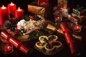 Bilder Neujahr Stillleben Backware Kerzen Geschenke Lebensmittel