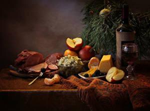 Bilder Neujahr Stillleben Wein Schinken Käse Äpfel Salat Tisch Flasche Weinglas Ast Lebensmittel