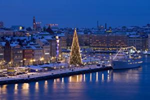 Bilder Neujahr Schweden Stockholm Winter Haus Schiffsanleger Abend Schiffe Tannenbaum Lichterkette Straßenlaterne Städte
