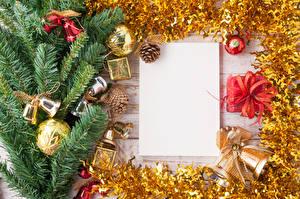 Bilder Neujahr Vorlage Grußkarte Ast Kugeln Glocke Zapfen