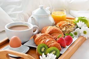 Bilder Croissant Kaffee Kiwi Frühstück