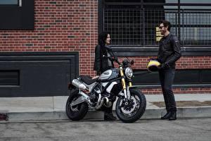 Bakgrundsbilder på skrivbordet Ducati Motorcyklist Två 2 2018 Scrambler 1100 Special Unga_kvinnor