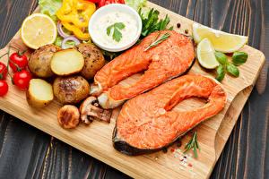 Bilder Fische - Lebensmittel Kartoffel Pilze Zitrone Gemüse Lachs Schneidebrett