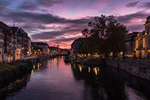 Hintergrundbilder Frankreich Straßburg Haus Fluss Abend Seebrücke