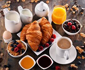 Fotos Milch Croissant Kaffee Konfitüre Beere Müsli Fruchtsaft Honig Frühstück Kanne Tasse Trinkglas Lebensmittel