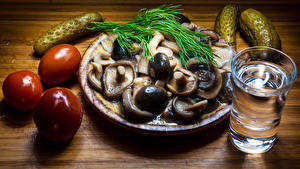 Pictures Mushrooms Cucumbers Tomatoes Vodka Dill Wood planks Shot glass Food