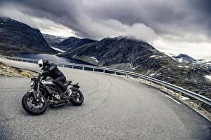Hintergrundbilder Straße Motorradfahrer Helm 2018 Husqvarna Vitpilen 701 Motorrad