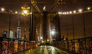 Bilder Vereinigte Staaten Brücken New York City Nacht Straßenlaterne Lichterkette Brooklyn Bridge