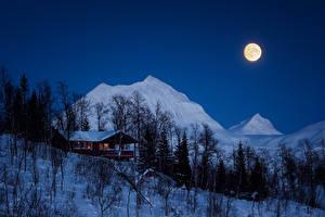 Fotos Winter Haus Gebirge Nacht Mond Schnee Bäume Natur
