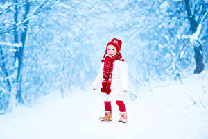 Hintergrundbilder Winter Kleine Mädchen Schnee Mütze Schal Kinder
