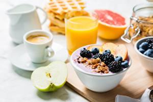 Fotos Brombeeren Müsli Frühstück