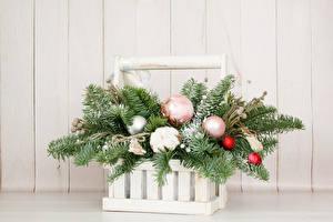 Bilder Neujahr Sträuße Bretter Weidenkorb Ast Kugeln Blumen