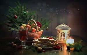 Fotos Neujahr Stillleben Kerzen Obst Backware Getränke Schalenobst Laterne Ast Weidenkorb Weinglas Lebensmittel