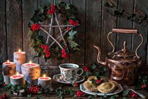 Hintergrundbilder Neujahr Stillleben Flötenkessel Kekse Kerzen Beere Tasse Ast Lebensmittel
