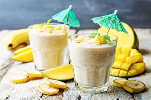 Fotos Cocktail Bananen Obst Trinkglas Zwei Regenschirm Lebensmittel