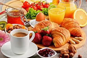 Hintergrundbilder Kaffee Croissant Saft Schalenobst Erdbeeren Frühstück Tasse Trinkglas Ei Lebensmittel