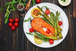Bilder Fische - Lebensmittel Gemüse Tomate Lachs Teller Lebensmittel