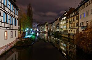 Hintergrundbilder Frankreich Straßburg Gebäude Kanal Nacht Straßenlaterne