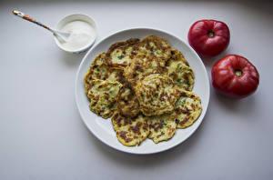 Fotos Eierkuchen Tomate Teller Lebensmittel