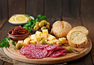 Fotos Wurst Käse Oliven Schneidebrett