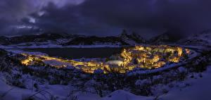 Bilder Spanien Gebäude Winter Gebirge See Schnee Nacht Riano Städte